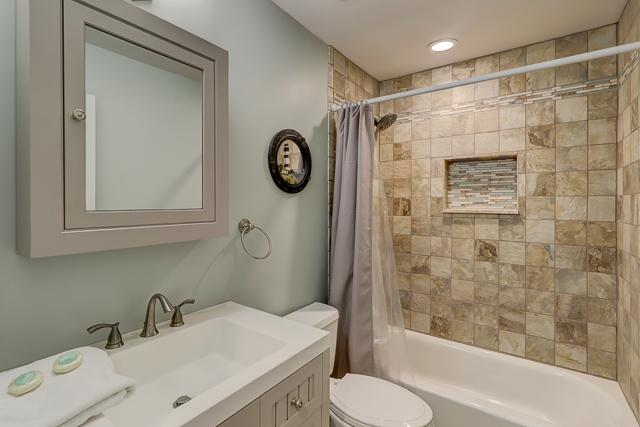 1-Harleston-Green---Double-Bathroom-12925-big.JPG