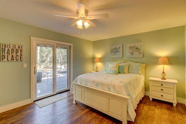 1-Harleston-Green---Queen-Bedroom-12915-big.JPG