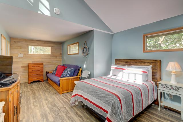 1-Harleston-Green-Pool-House-Bedroom,-View-2-12919-big.JPG