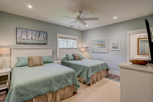 10-Laughing-Gull-Two-Queen-Bedroom-13811-big.jpg