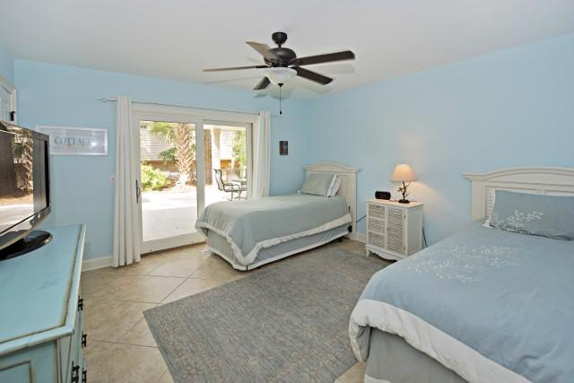10-Surf-Scoter---2-Twin-Bedroom-11855-big.jpg