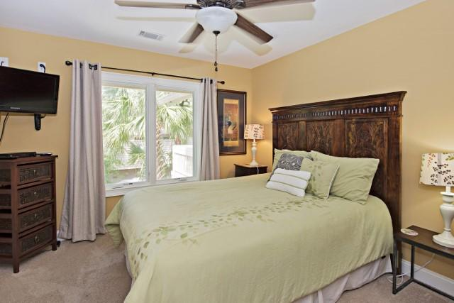 10-Surf-Scoter---2nd-Queen-Bedroom-11853-big.jpg