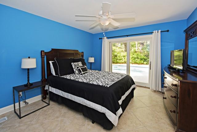 10-Surf-Scoter---Queen-Bedroom-11851-big.jpg