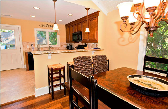 10-Surf-Scoter-Dining-Area-3125-big.jpg