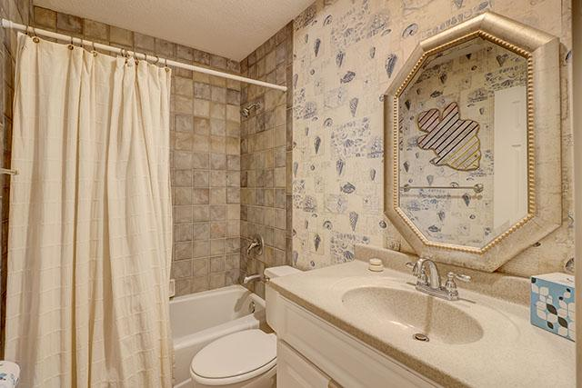 1033-Caravel-Court---Twin-Bathroom-12755-big.jpg