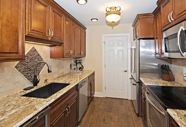 1036-Caravel-Court---Kitchen-7052-big.jpg