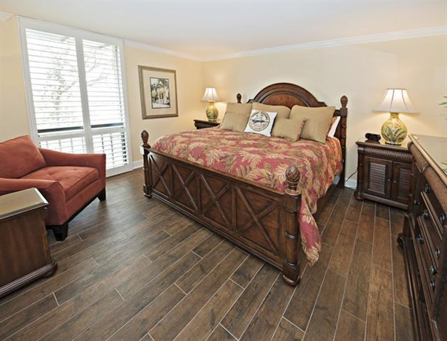 1036-Caravel-Court---Master-Bedroom-7053-big.jpg