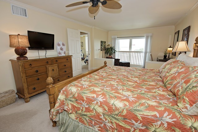 1042-Caravel-Court---Master-Bedroom-1391-big.jpg