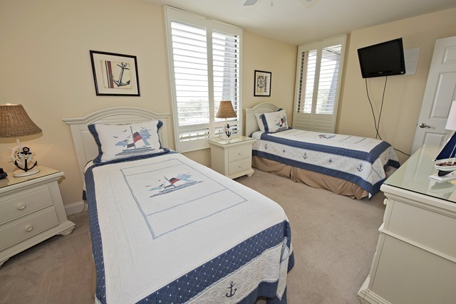 1042-Caravel-Court---Twin-Bedroom-1395-big.jpg