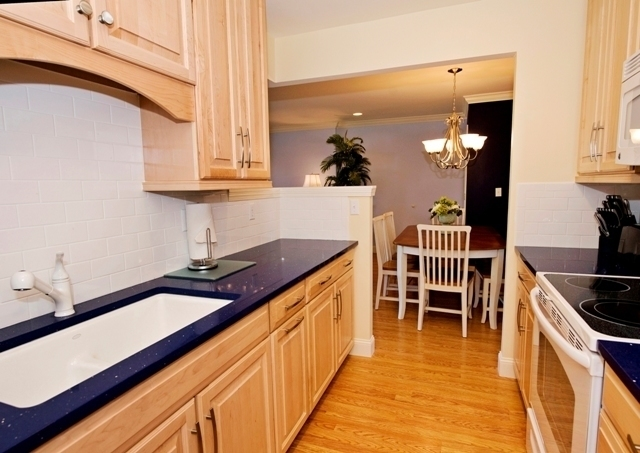 1042_Caravel_Court_Kitchen_21042cc02_big.jpg