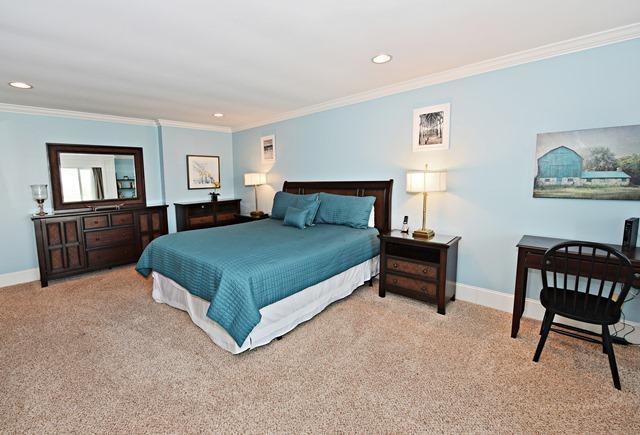 1043-Caravel-Court---Master-Suite-Bedroom-10250-big.jpg