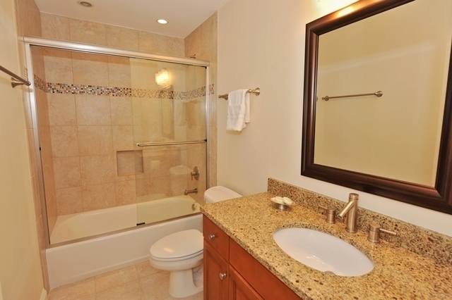1044_Caravel_Court_Bathroom_21044cc111_big.jpg