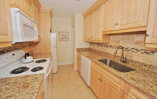 1044_Caravel_Court_Kitchen1044cc105_big.jpg