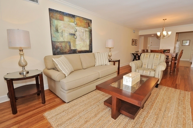 1044_Caravel_Court_Living_Room_21044cc102_big.jpg