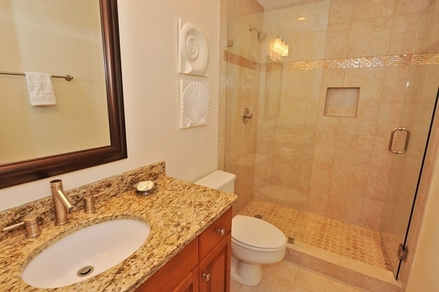 1044_Caravel_Court_Master_Bathroom1044cc112_big.jpg