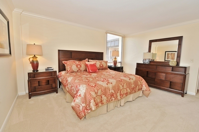 1044_Caravel_Court_Master_Bedroom_21044cc110_big.jpg