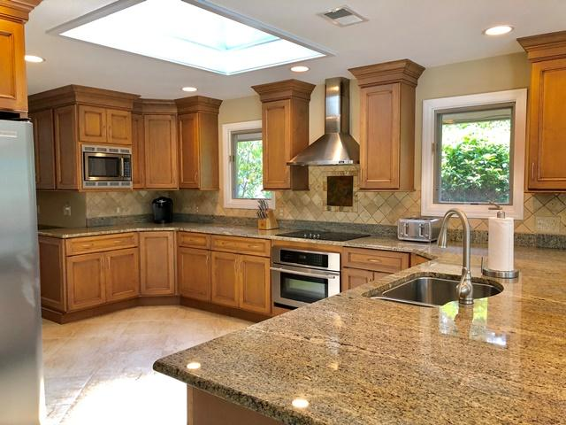 11-Ridgewood-Lane--Kitchen-12305-big.jpg