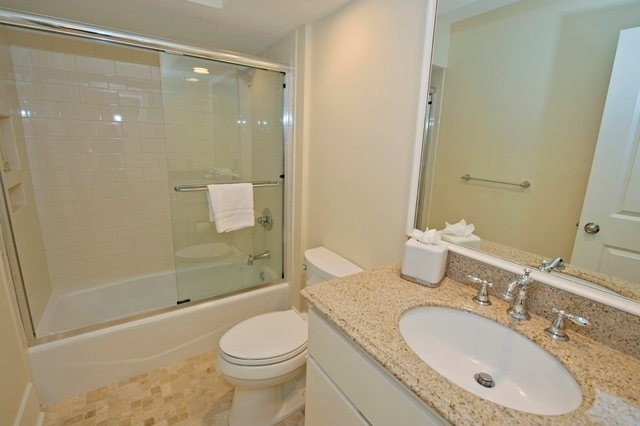 11-Turtle-Lane----Guest-Bathroom-T-7615-big.jpg