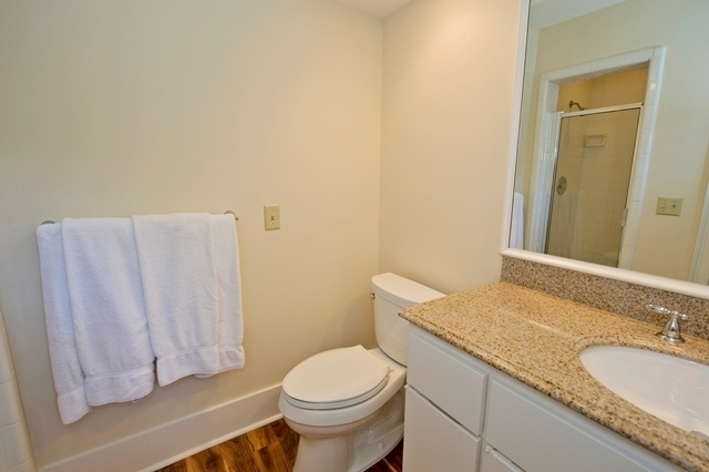 11-Turtle-Lane---Guest-Bathroom-Q-7612-big.jpg