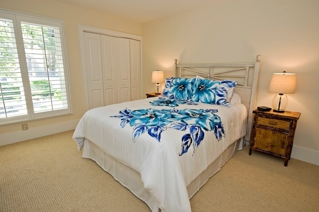 11-Turtle-Lane---Queen-Bedroom-7610-big.jpg