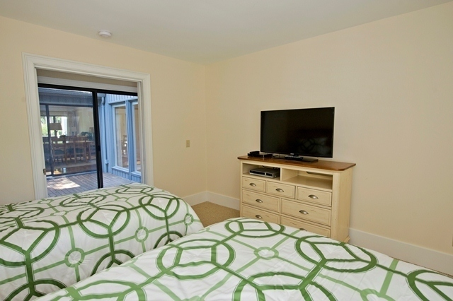 11-Turtle-Lane---Twin-Bedroom-2-7614-big.jpg