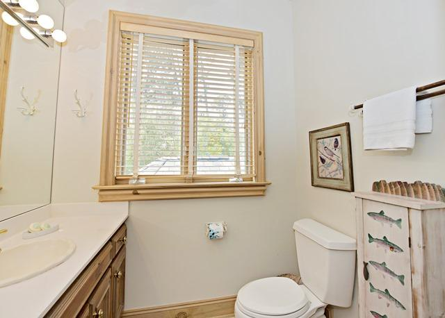 11-Windjammer-Court---2nd-Flr-King-Bathroom-12152-big.jpg
