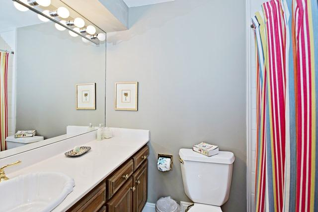 11-Windjammer-Court---Queen-Bathroom-12161-big.jpg