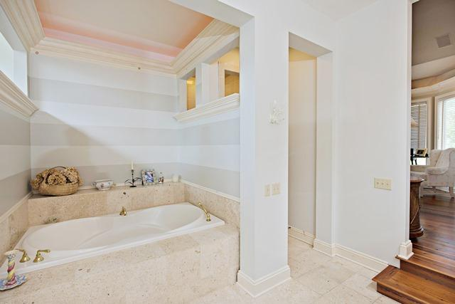 11-Windjammer-Court--Master-Bathroom-12087-big.jpg
