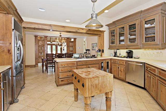11-Windjammer-Court-Kitchen-12083-big.jpg
