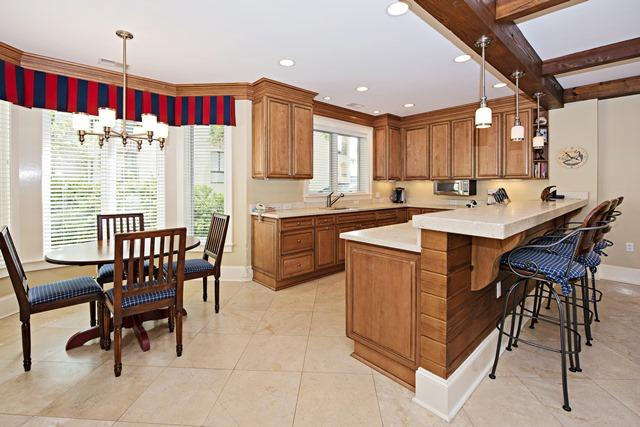 1116-Harbour-South-Club---Breakfast-Area-to-Kitchen-11728-big.jpg