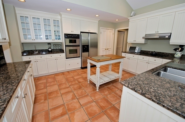 12-Baynard-Cove---Kitchen-7343-big.jpg
