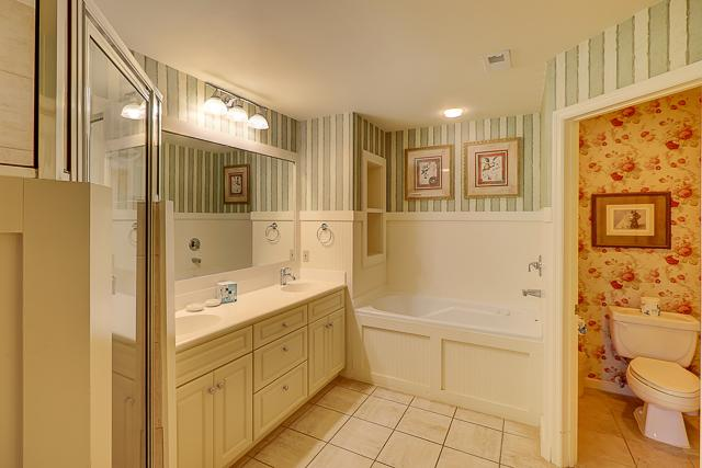 12-Baynard-Cove---Master-Bathroom-13490-big.jpg