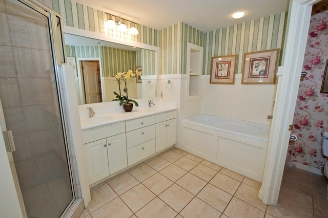12-Baynard-Cove---Master-Bathroom-7346-big.jpg