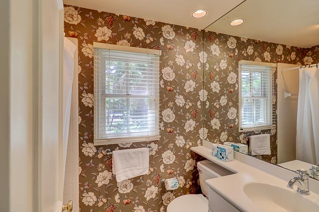 12-Baynard-Cove-Queen-Bathroom-13493-big.jpg