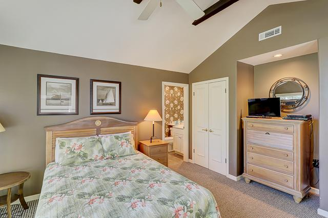 12-Baynard-Cove-Queen-Bedroom-13492-big.jpg