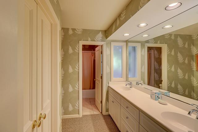 12-Baynard-Cove-Two-Queen-Bathroom-13496-big.jpg