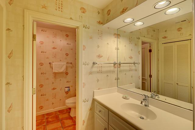 12-Baynard-Cove-Two-Twin-Bathroom-13497-big.jpg