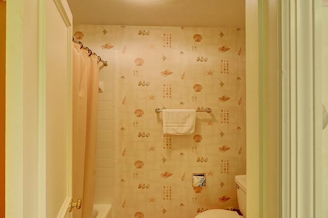 12-Baynard-Cove-Two-Twin-Bathroom-13498-big.jpg