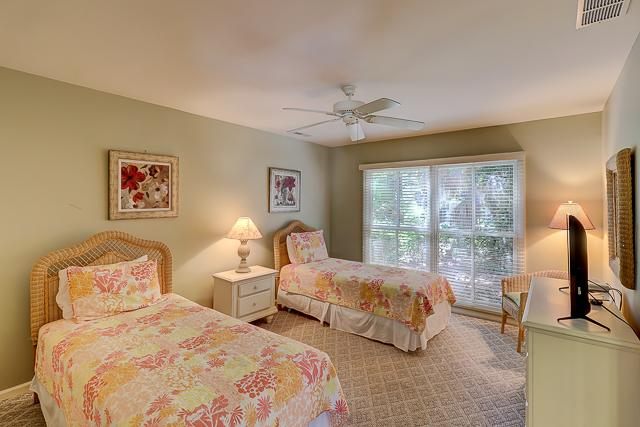 12-Baynard-Cove-Two-Twin-Bedroom-13494-big.jpg