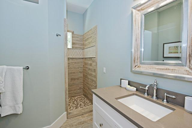 12-Seaside-Sparrow---3rd-Floor---King-Bathroom-10982-big.jpg