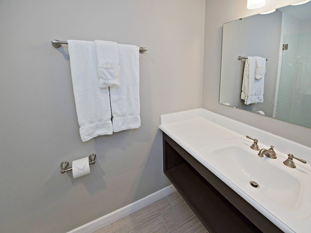 1266-Harbour-Town-Club----Two-Double-Bathroom-9013-big.jpg