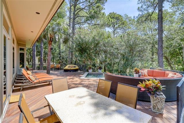 13-Royal-Tern---Private-Deck-with-Lounge-Chairs-15212-big.jpg