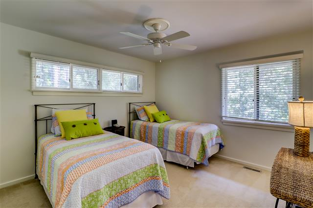13-Spotted-Sandpiper---Two-Twin-Bedroom-16012-big.jpg
