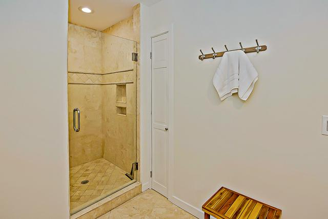 14-Turnberry-Lane-King-Shower-13433-big.jpg