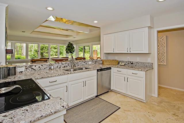 14-Turnberry-Lane-Kitchen-13422-big.jpg