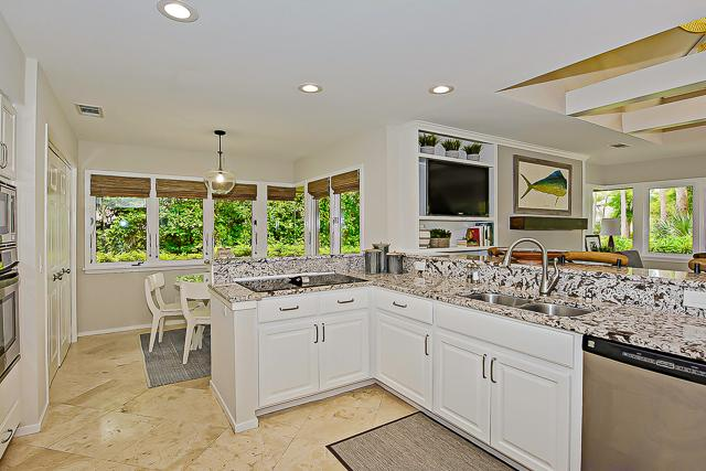 14-Turnberry-Lane-Kitchen-13423-big.jpg