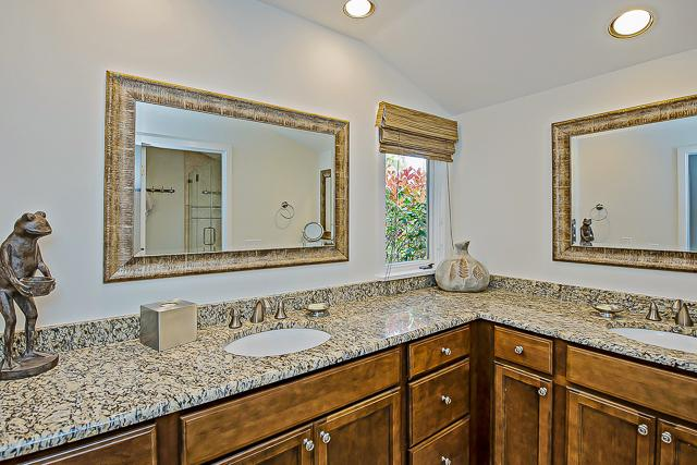 14-Turnberry-Lane-Master-Bathroom-13428-big.jpg
