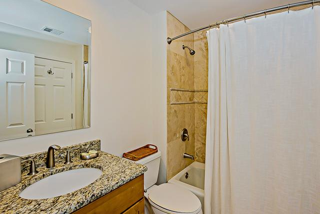 14-Turnberry-Lane-Two-Doubles-Bathroom-13435-big.jpg