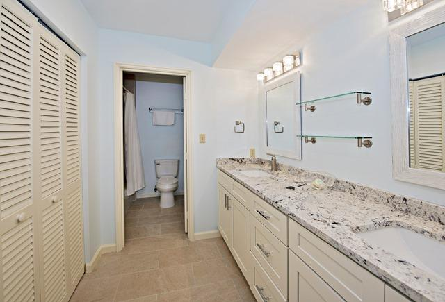 1409-South-Beach-Villas-Master-Bathroom-512-big.jpg