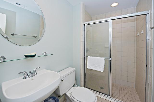 1409-South-Beach-Villas-Twin-Bathroom-515-big.jpg